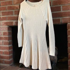 Hollister Sweater Dress Size Small in Cream color